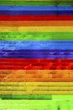 Конкретные лестницы покрашенные в цветах радуги стоковые фотографии rf