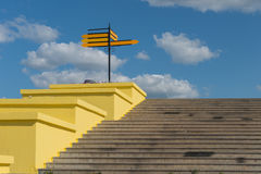 Конкретные лестницы с направлением Стоковое фото RF