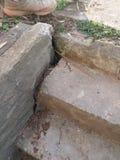 Конкретные шаги подвала стоковое изображение