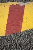 Конкретный барьер в гравии Стоковые Фото