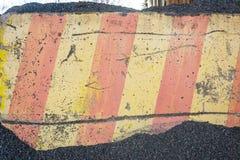 Конкретный барьер в гравии Стоковое Фото