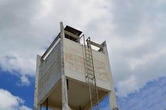 Конкретный танк водонапорной башни Стоковые Изображения RF
