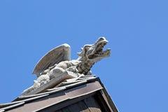 Конкретный Gargoyle дракона на крыше церков Стоковое Изображение RF