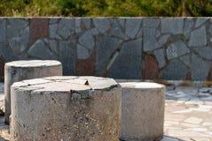 3 конкретных каменных штендера на предпосылке плиток Стоковая Фотография