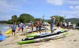 Конкуренты собирая на пляже Стоковое Фото