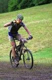 Конкурент горного велосипеда стоковая фотография rf