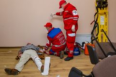 Конкуренция непредвиденных медицинских бригад в Uzhhorod Стоковая Фотография
