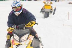 конкуренция участвовать в гонке snowmobile Стоковое Изображение