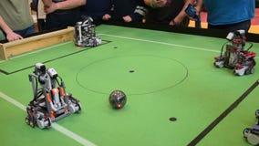 Конкуренция футбола робота акции видеоматериалы
