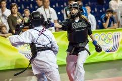 Конкуренция Kobudo между девушками Стоковое Фото