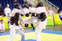 Конкуренция Kobudo между мальчиками Стоковая Фотография RF