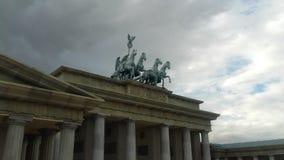 Конноспортивная статуя над памятником Стоковые Фотографии RF