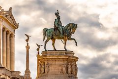 Конноспортивная статуя Vittorio Emanuele II - della Patria памятника Vittoriano или Altare Рим, Италия стоковое фото rf