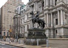 Конноспортивный генерал Джордж b бронзовой скульптуры McClellan, здание муниципалитет, Филадельфия, Пенсильвания Стоковая Фотография