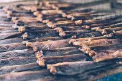 Консервация еды рыб делает ее высушенных ванной солнца стоковое изображение rf