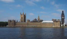 Консервация парламента Великобритании работает в Лондоне стоковые фото