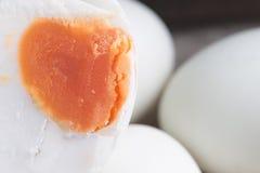 Консервация с солью меню яичка посоленное яичко утки стоковое фото rf