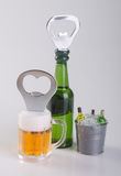Консервооткрыватель или консервооткрыватель бутылки на предпосылке Стоковые Фотографии RF
