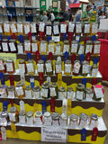 Консервы награды выигрывая, фрукты и овощи, на дисплее на популярной окружной ярмарке, Пенсильвания, США Стоковое Изображение RF