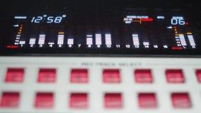 Консоль цифров смешивая для студии звукозаписи сток-видео