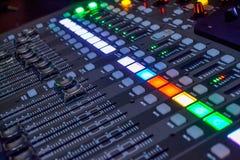 Консоль в студии звукозаписи Стоковое фото RF