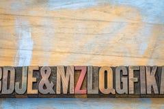 Конспект алфавита в типе древесины letterpress Стоковое Изображение RF