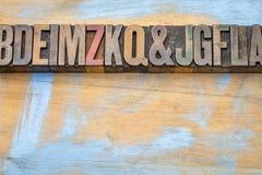 Конспект алфавита в типе древесины letterpress Стоковые Фото