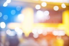 Конспект запачканный события фестиваля с ба людей и мотор-шоу стоковые фотографии rf