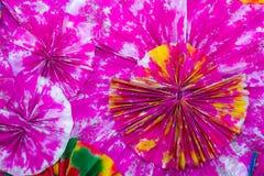 Конспект красочных бумажных филигранных прокладок сложил в волнах , Bac Стоковые Фотографии RF
