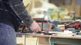 конспект против инструментов подчиненных изображения плотника главных работает видеоматериал