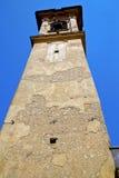 Конспект Castronno старый в дне колокола башни церков солнечном Стоковая Фотография RF
