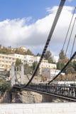 КОНСТАНТИН, АЛЖИР - 7-ОЕ МАРТА 2017: Висячий мост или footbridge Sidi m Cid пересекают ущелья 175 метров выше c Стоковые Фотографии RF