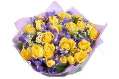 Конструируйте букет желтых роз и голубой орхидеи, на белизне Стоковое Фото