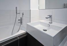 конструктор ванной комнаты приборов стоковая фотография