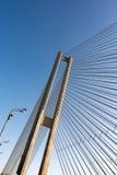 Конструкции стальных веревочек моста на предпосылке неба стоковое изображение rf