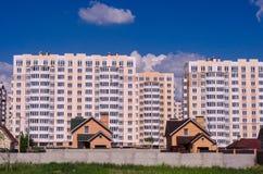 Конструкция больших жилых домов смещает малое ho Стоковое Изображение