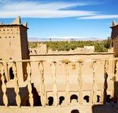 Конструкция Брайна старая в Африке Марокко и облаках около Стоковые Фото