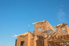 Конструкция дома крыши щипца конца-вверх деревянная Стоковые Фото