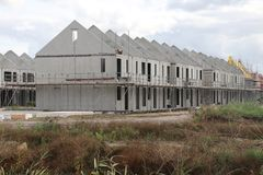 Конструкция домов в новом жилом районе Koningskwartier в Zevenhuizen Нидерланд стоковая фотография rf