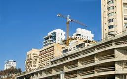 Конструкция жилого дома мульти-этажа с краном Стоковое Фото