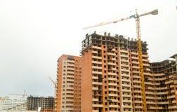 Конструкция здания мульти-этажа в городе Стоковые Изображения