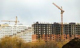 Конструкция здания мульти-этажа в городе Стоковое Изображение RF