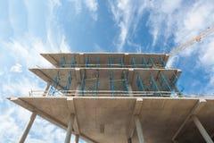 Конструкция здания угла высотного здания место крана конструкции здания Стоковые Фотографии RF