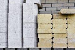 конструкция зданий здания конкретная расквартировывает штабелированные слябы кучи материалов Стоковое Фото