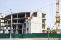 Конструкция здания Поднимать кран Стоковые Фото