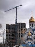 Конструкция здания с краном Стоковое Фото