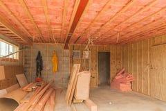 Конструкция, изоляция потолка в гараже стоковое фото