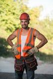 Конструкция инженера нося красный шлем стоковое изображение