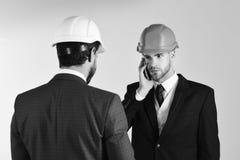 Конструкция, инженерство, дело, архитектура, partnerchip, концепция профессии Предприниматель и архитектор с Стоковые Фотографии RF
