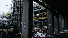 Конструкция металла будущего завода Индустриальная зона, оборудование переработки нефти, конца-вверх промышленных трубопроводов Стоковые Фотографии RF